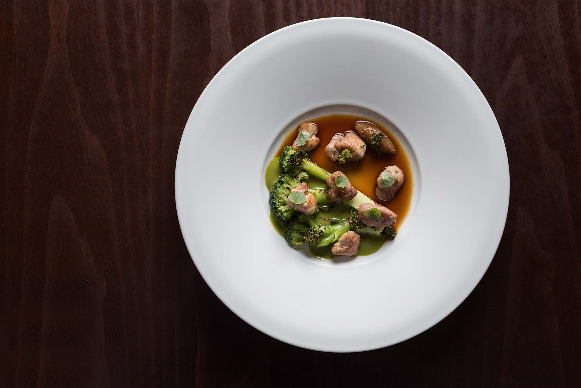 VEAL SWEETBREAD WITH BROCCOLI AND SESAME